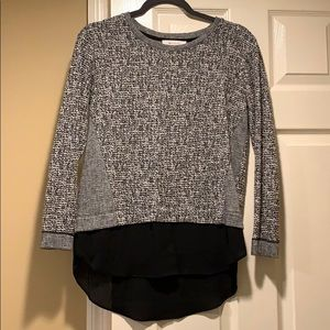 Two by Vince Camuto blouse silver black white